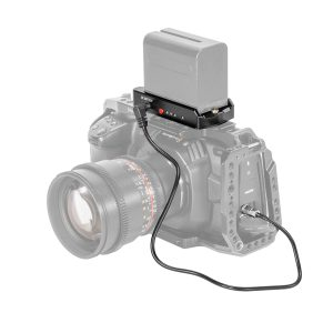 SmallRig EB2698 | Adattatore per batterie con cavi di ricarica per Blackmagic Design Pocket Cinema Camera 4K e 6K | Piastre